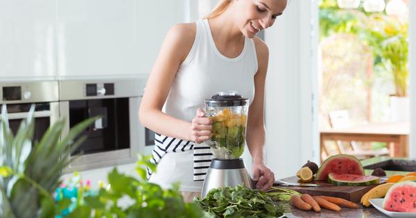 Блендерът е незаменим уред в кухнята. Той превръща храната в