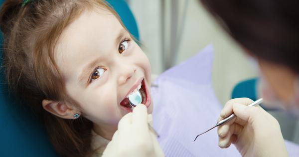 За да бъдат запазени красивите усмивки на най-малките пациенти, грижата