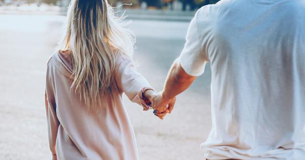 Любовта не пита. Понякога идва в най-неподходящия момент. Друг път