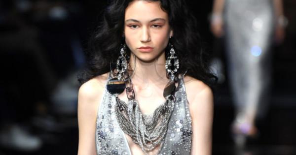 Българският модел Белослава Хинова дефилира на ревюто на Джорджо Армани