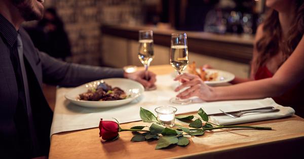 Жените и мъжете обикновено имат различно поведение, когато харесват някого.