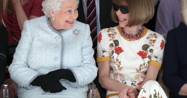 Кралско присъствие на моден форум. Кралица Елизабет II изненадващо присъства