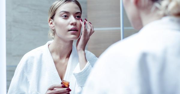 Снимка: 7 задължителни навика преди лягане, които гарантират красотата ни