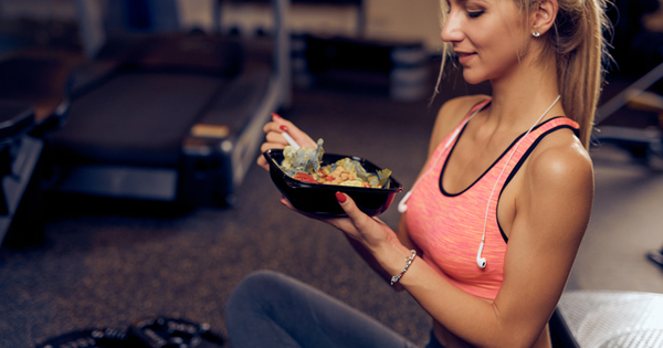 Консумацията на правилните храни преди и след тренировка е съществена