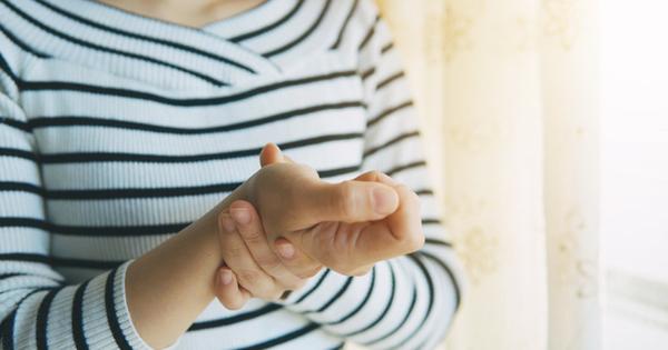 Снимка: 9 възможни причини да ви треперят ръцете