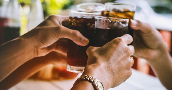 Газираните напитки са широко употребявани от милиони хора по света.
