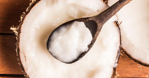 Ефективността на кокосовото масло в красотата се дължи предимно на