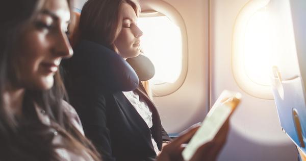 Пътуването със самолет, особено на дълги разстояния, съвсем не е