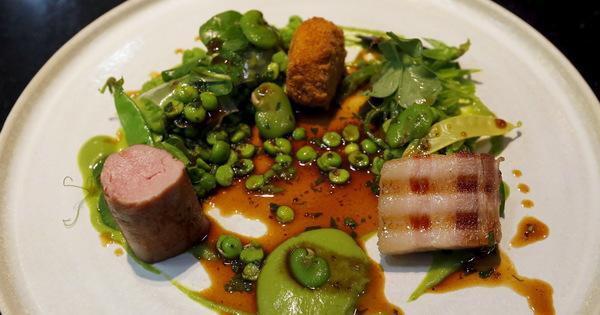 Харесваме вкусните ястия, които са поднесени и с красива визия.
