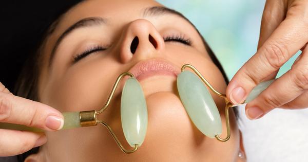 Снимка: Ползите от масажа на лице с ролер