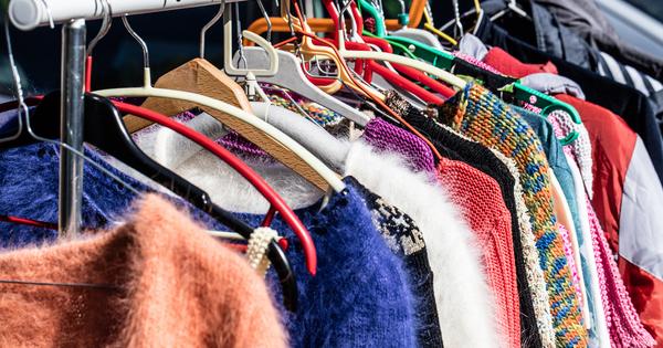 Пазаруването на дрехи втора ръка става все по-популярно в България,