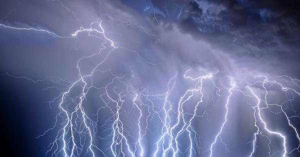 Мълниите и светкавиците са едновременно изящно красив и ужасяващо опасен