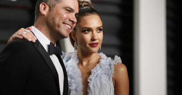 Джесика Алба и съпругът ѝ Кеш Уорън станаха родители за