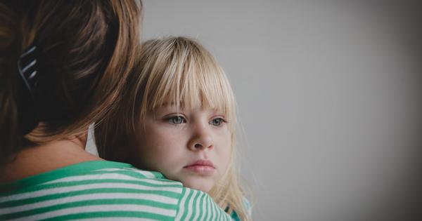 Казваме на децата си да не лъжат, а ние самите