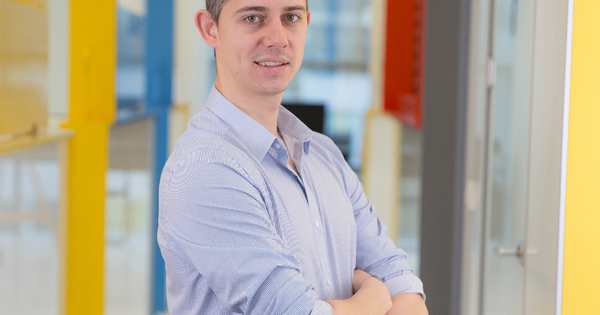 Д-р Йордан Кирчев израства в град Свищов. Завършва средното си