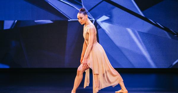 Александра Драгова е танцьор и хореограф с невероятен талант, който