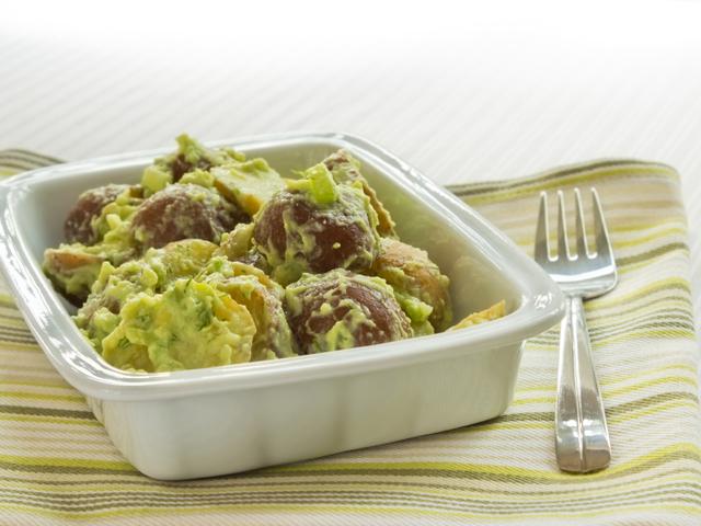 Картофена салата с авокадо