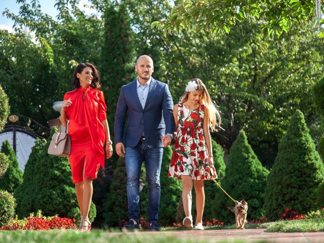 Илияна Лазарова, Красимир Аначков и Емма. Снимка: Теди Грозданов