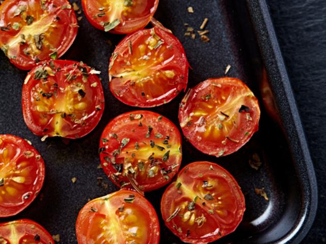 Печени домати с подправки