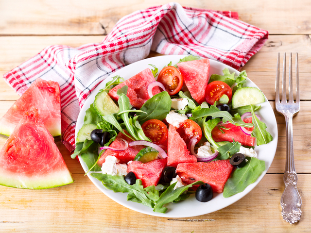 Лятна салата с диня, чери домати и рукола