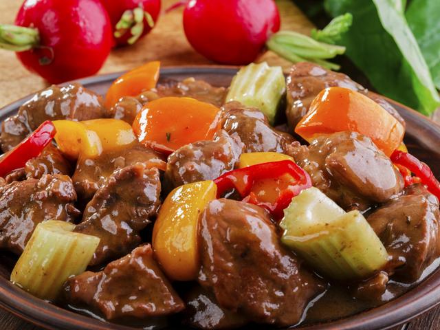 Телешко печено със зеленчуци