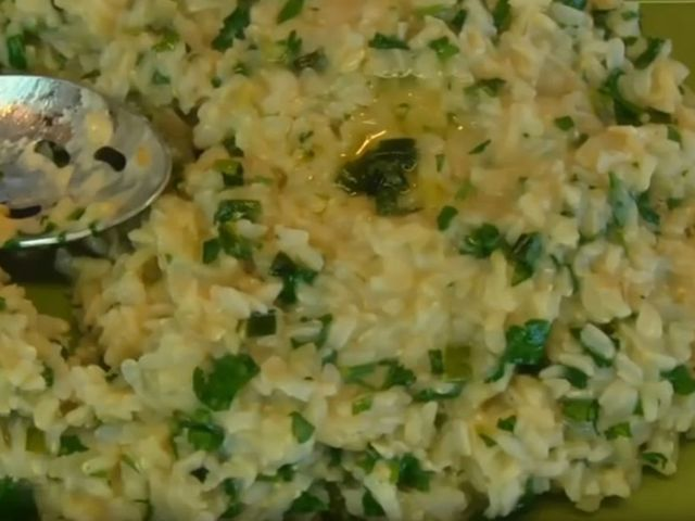 Ориз с магданоз и сирене на фурна