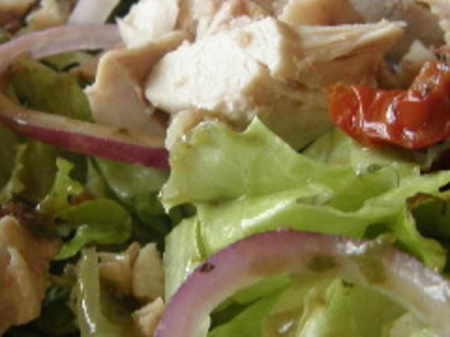 Зелена салата с пиле