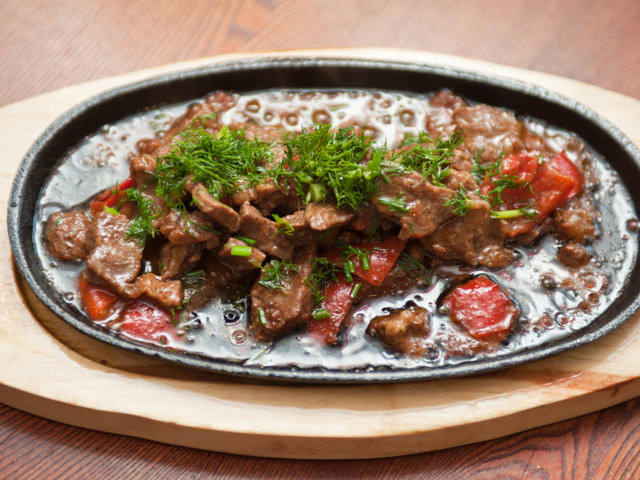 Свински пържоли със зеленчуци