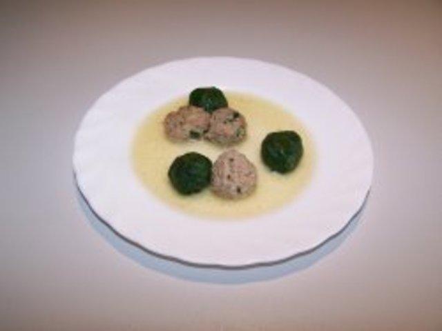 Супа топчета в зелено