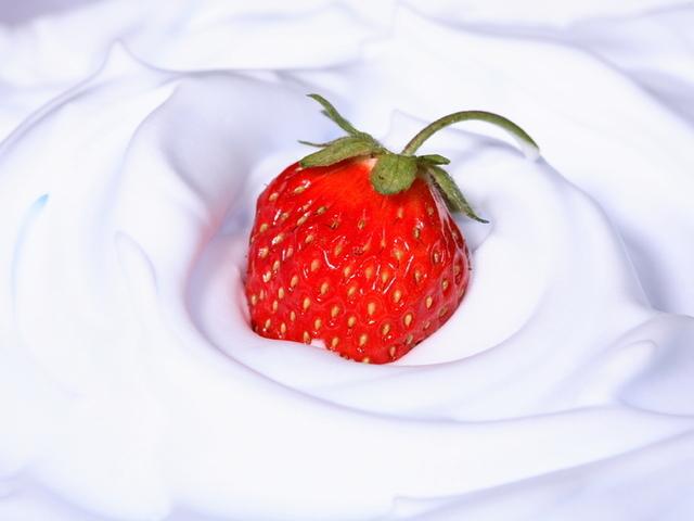 Бърз мус с ягоди