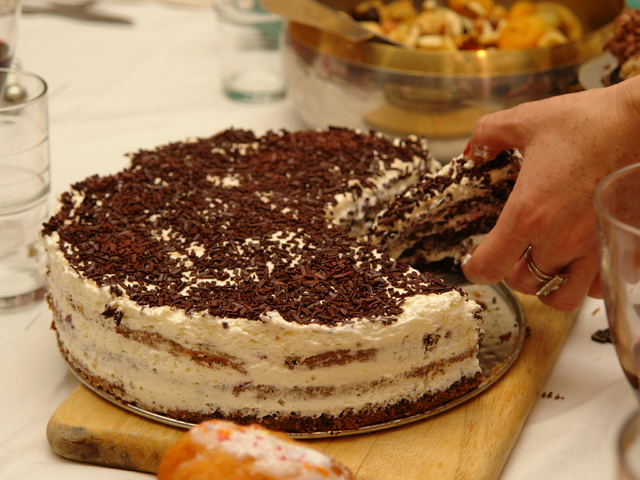Торта с цедено кисело мляко и сладко от смокини