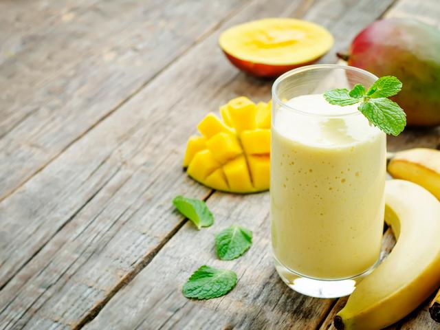 Смути с бадемово мляко и манго