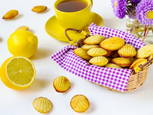 Лимонови маделини с пудра захар
