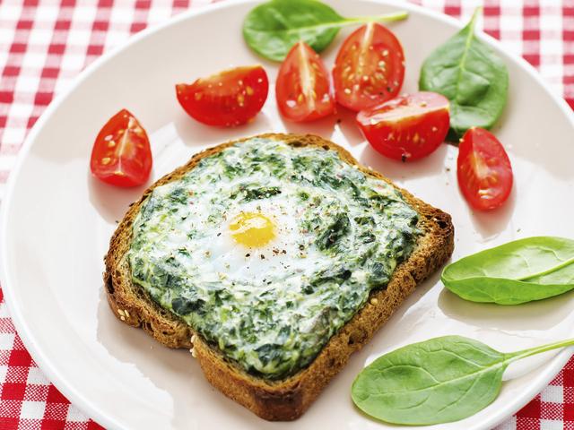 Здравословен тост със спанак и моцарела