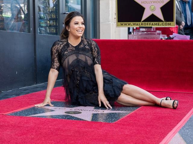 Актрисата Ева Лонгория със звезда на Алеята на славата. Снимка: Reuters