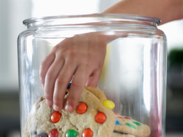 Бисквити с шарени бонбонки