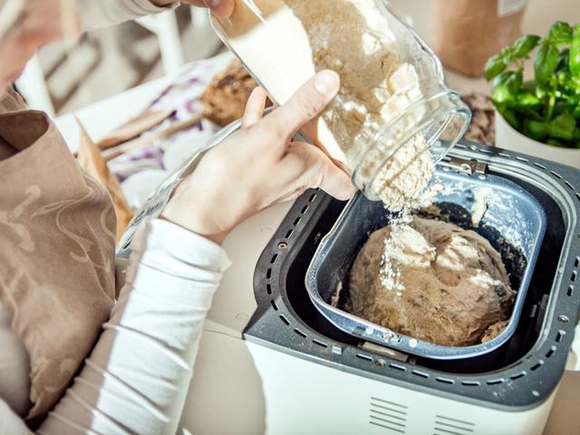 Домашен хляб със закваска в хлебопекарна