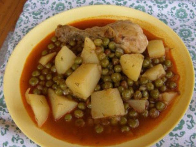 Пиле с грах и картофи