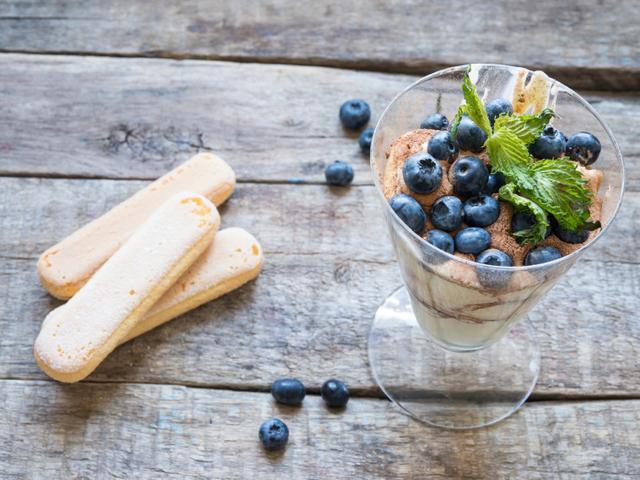Десерт с бишкоти, коняк и маскарпоне