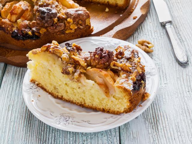Маслен пикантен ябълков сладкиш