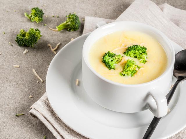 Млечна супа с броколи и сирене