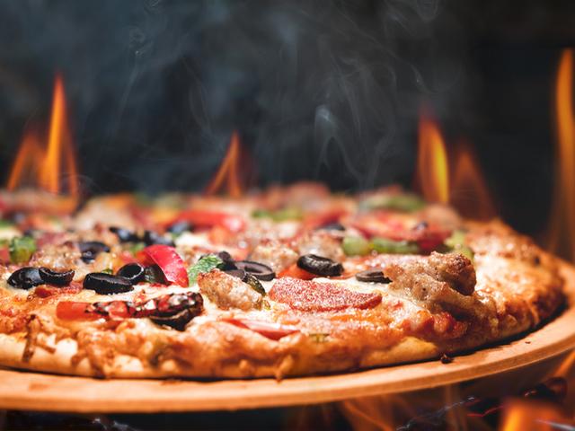 Лесна домашна пица с чоризо