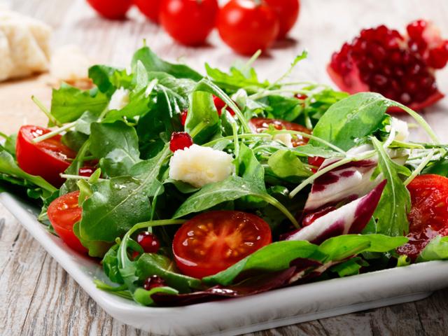 Италианска зелена салата с нар