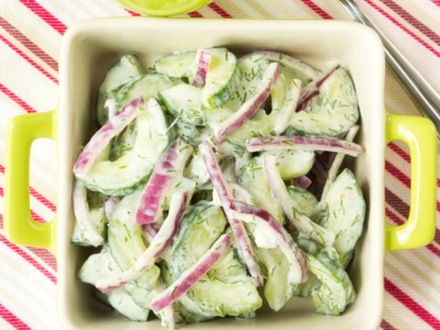 Вкусна салата от краставици
