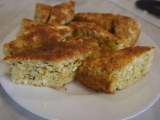 Царевична питка със сирене и мащерка