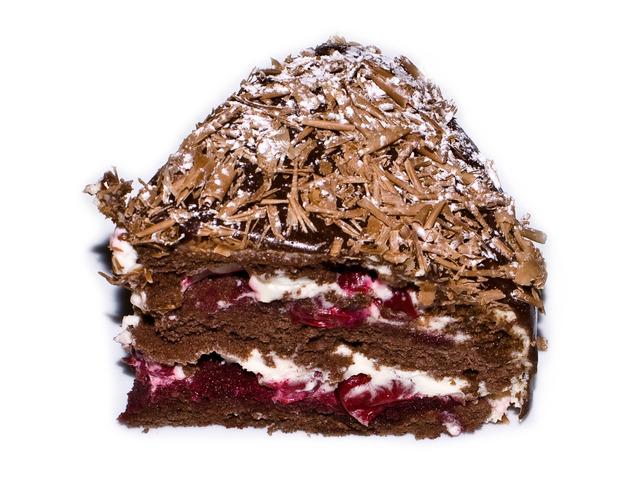 Бисквитена торта със сладко и коняк