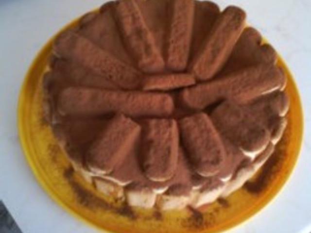 Тирамису с течен шоколад и крема сирене