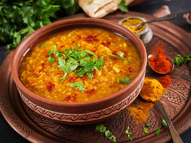 Традиционна индийска супа от леща. Снимка: istock