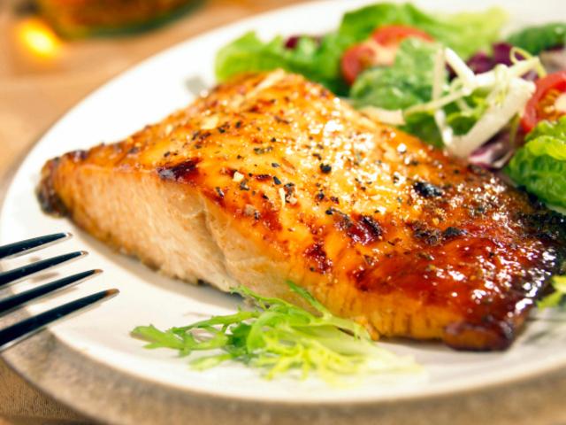Задушена риба тон с варени зеленчуци