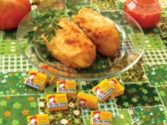Пълнени картофи с доматен сос